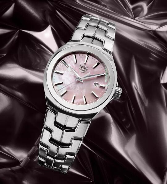 The whole timepieces are much welcomed by ladies who have a good taste.
