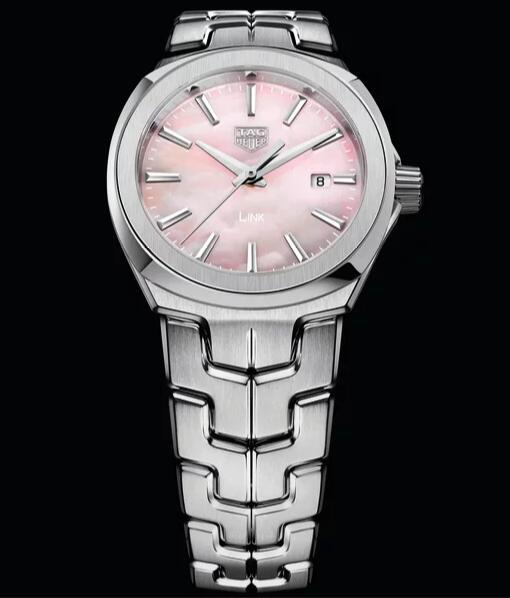 The pink dials have exquisite details, attractive to young ladies.