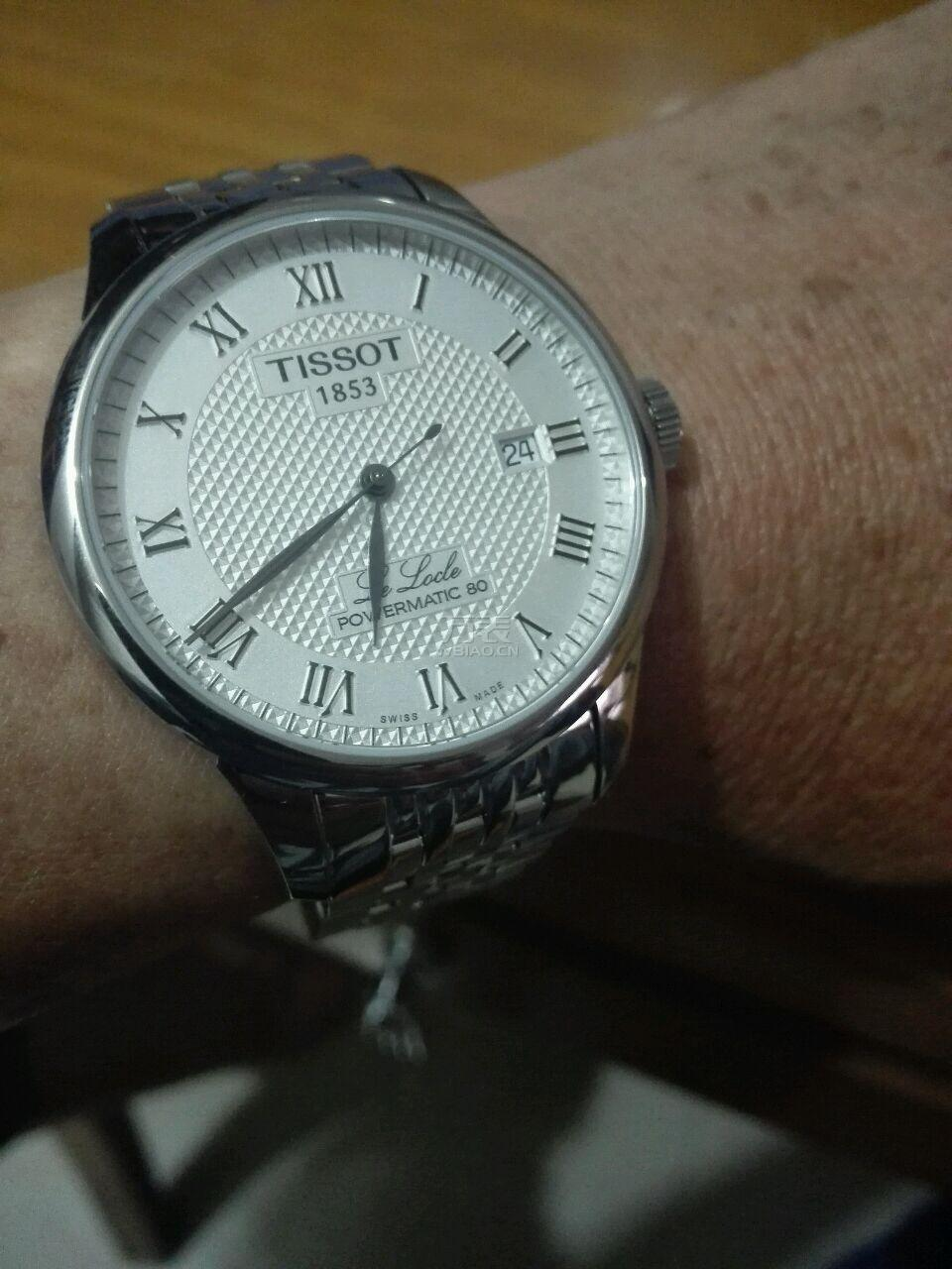 The elegant and simple Tissot will enhance the charm of the men wearers perfectly.