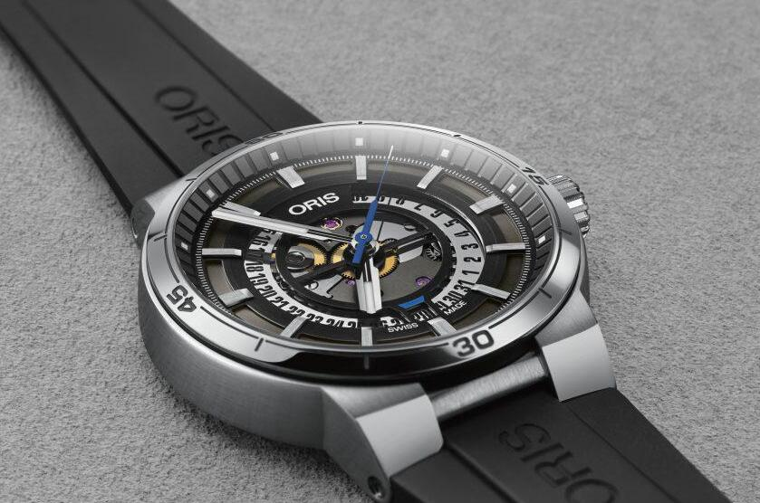 The dial of the Oris manifests the power of F1 motor racing and the achievements of Williams Formula 1 team.