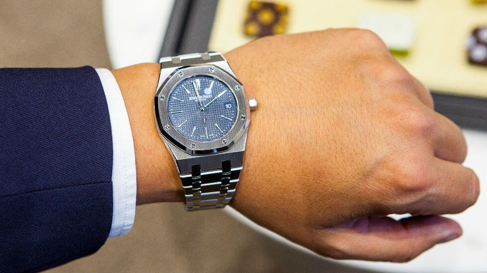 It is strange that many women are not interested in the classic Audemars Piguet Royal Oak.