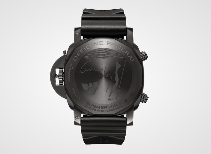 The water resistant copy watches have black rubber straps.