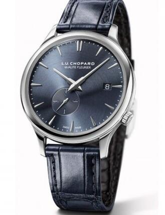 The blue leather strap matches the timepiece very well.