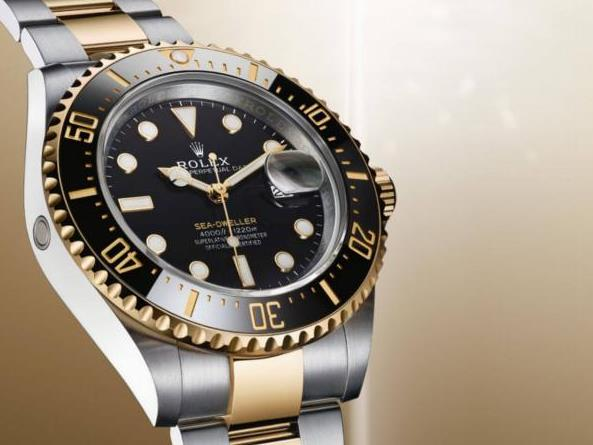 The black dials copy watches are made from 18ct gold and Oystersteel.