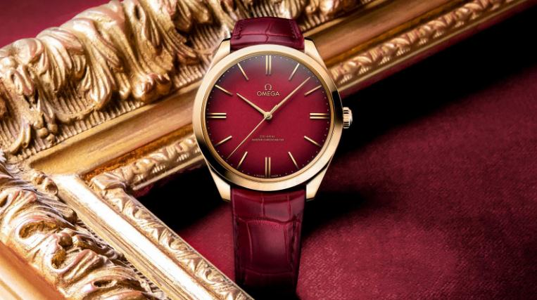 The 18k red gold fake watches have red dials.