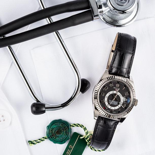 The high-level replica watches are made from 18ct white gold.