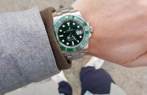 The green dial fake watch is waterproof.